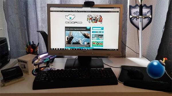 hardcore_desk