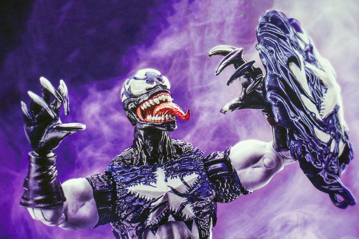 Marvel Legends Actionfigur: Venomized Captain America